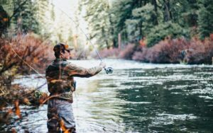 Planlæg årets fisketur - Foto Unsplash Greysen Johnson